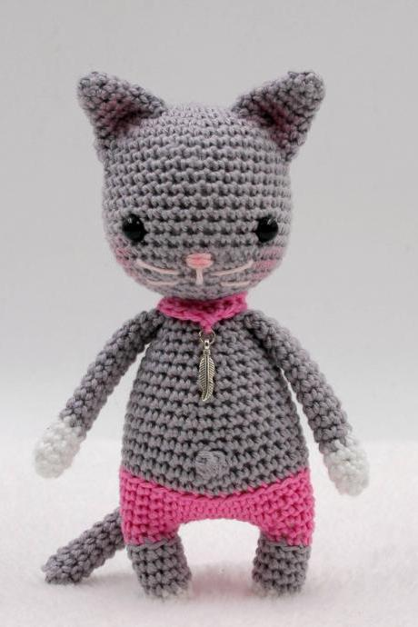 Crochet pattern: Leana the mini cat