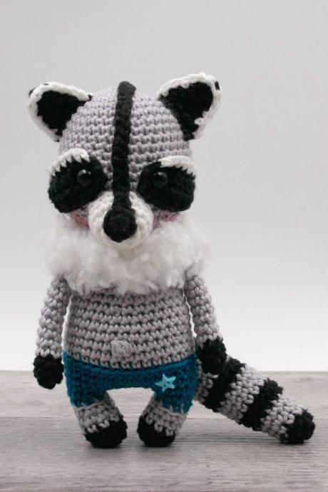 Crochet pattern: Willy the mini raccoon