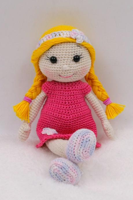Crochet pattern: Kate the pocket doll